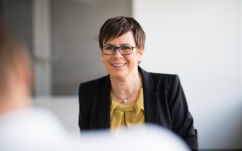 Heike Kerber, Geschäftsführerin des Forum Netztechnik/Netzbetrieb im VDE (VDE|FNN) im Gespräch.