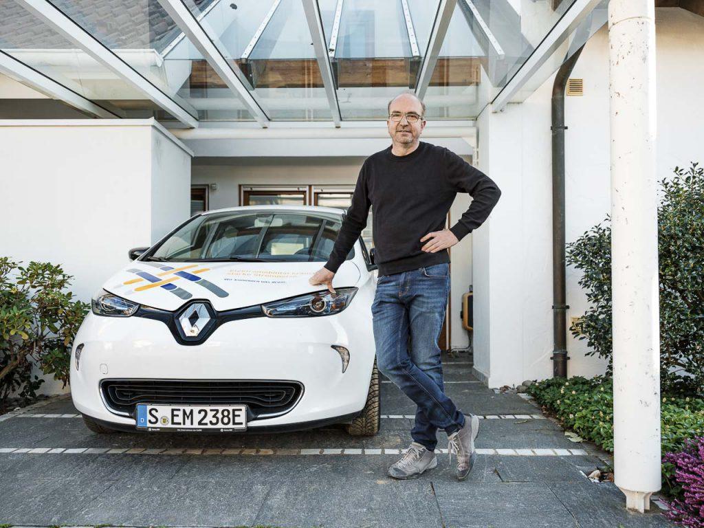 Mein Freund, das Elektroauto: Michael Binsch fährt jeden Tag in seine Firma und zu Kunden im Umland. Ihn habe Elektromobilität schon länger interessiert, sagt er.