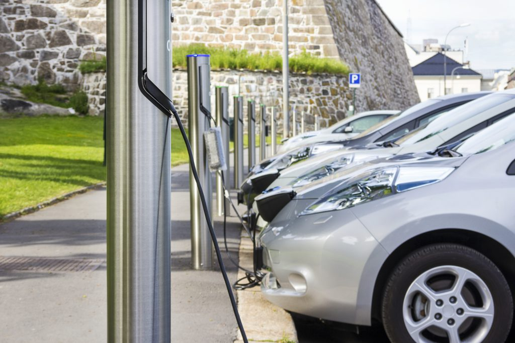 Keine Angst vor dem Blackout: Für Gunnar Bärwaldt ist die Sorge unbegründet, dass das Stromnetz in absehbarer Zeit durch viele gleichzeitig ladende E-Autos überlastet werden könnte.
