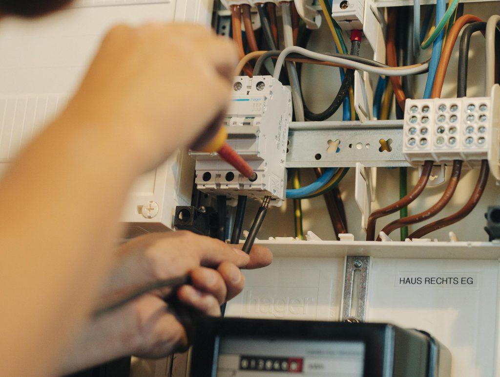 Der Anschluss an das Hausnetz: Eine Frage weniger Handgriffe.
